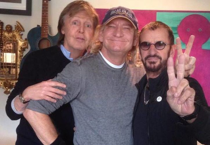 Paul y Ringo, exintegrantes de The Beatles, con  Joe Walsh, exmiembro del grupo estadunidense Eagles. (Instagram)