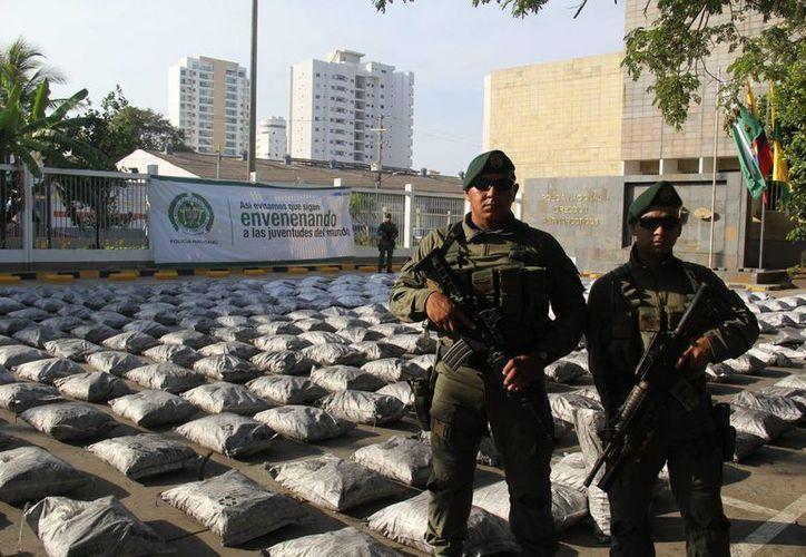 Imagen de contexto de un cargamento de 634 kilos de cocaína pura asegurado a principios de junio de 2015 en Cartagena, Colombia, camuflados en falsas piedras de carbón mineral, y que iban con destino a Bélgica. (Archivo/Notimex)