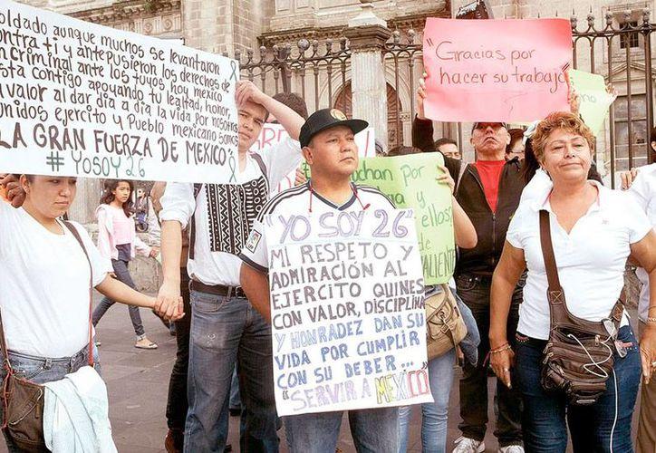 Los militares involucrados en el caso Tlatlaya ya rinden cuentas a la justicia. La imagen es de contexto y corresponde a una protesta de familiares de víctimas. (Archivo/excelsior.com.mx)