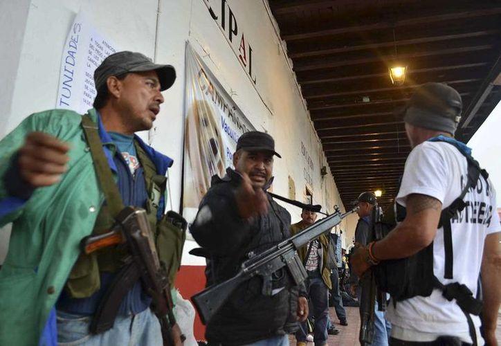Los grupos de autodefensa se expanden en Michoacán, según información de medios nacionales e internacionales. (Agencias)