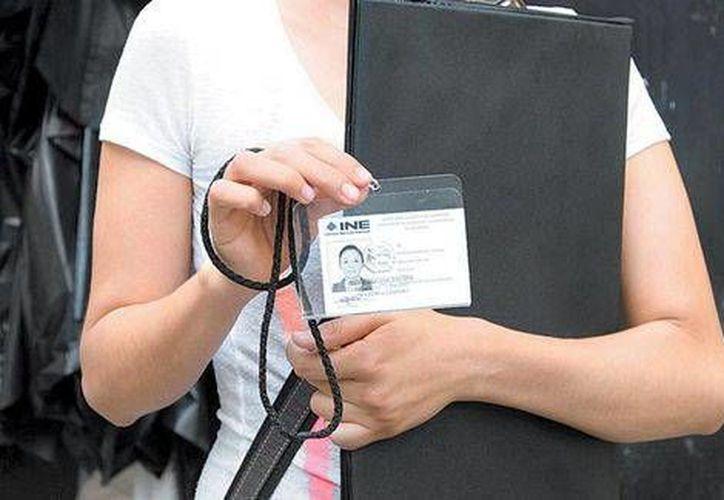 Los capacitadores electorales deben pasar filtros de vigilantes y de empleados del hogar en muchos casos en zonas de alto desarrollo económico en México para tratar de hablar con los ciudadanos. (Milenio)