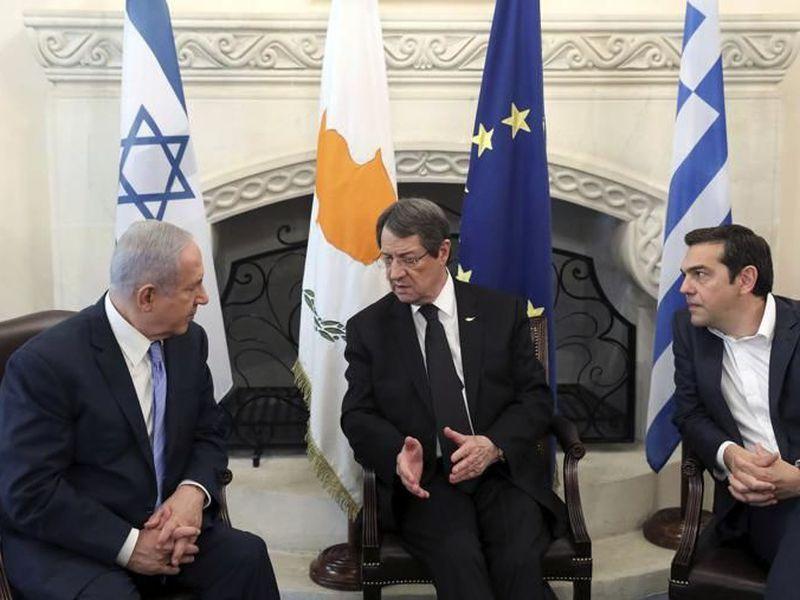 Cyprus' President Nikos Anastasiades, center, talks with Israeli Prime Minister Benjamin Netanyahu. (AP)