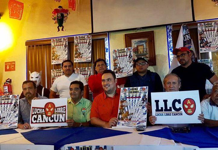 Sipse TVCun y Lucha Libre Cancún (LLC), firmaron un convenio por seis funciones, a partir del 1 de diciembre. (Foto: Ángel Villegas/SIPSE)