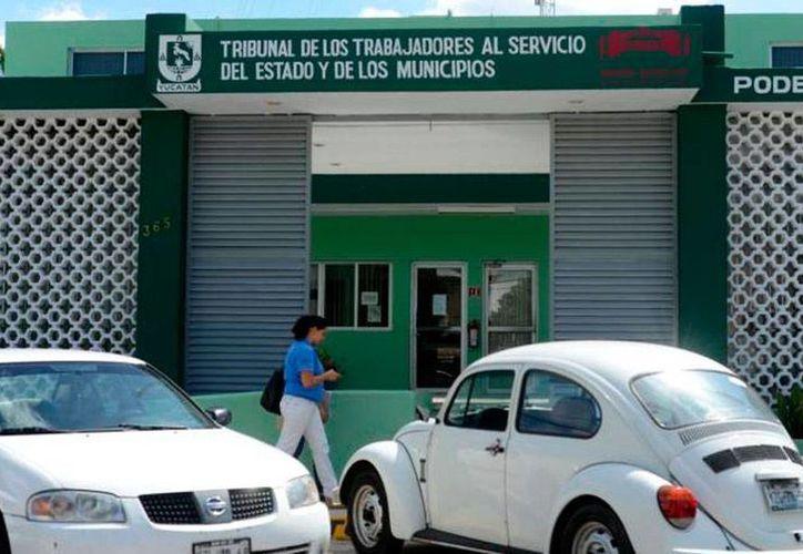 El Tribunal al Servicio de los Trabajadores del Estado y los Municipios embargó cuentas  2 ayuntamientos de Yucatán, por deudas con extrabajadores. La imagen está utilizada solo con fines ilustrativos. (Milenio Novedades)