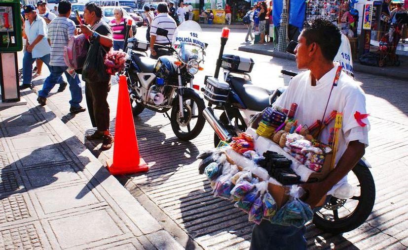 Los vendedores de explosivos permanecerán en un sitio asignado, de lo contrario les decomisarán su mercancía. (Milenio Novedades)