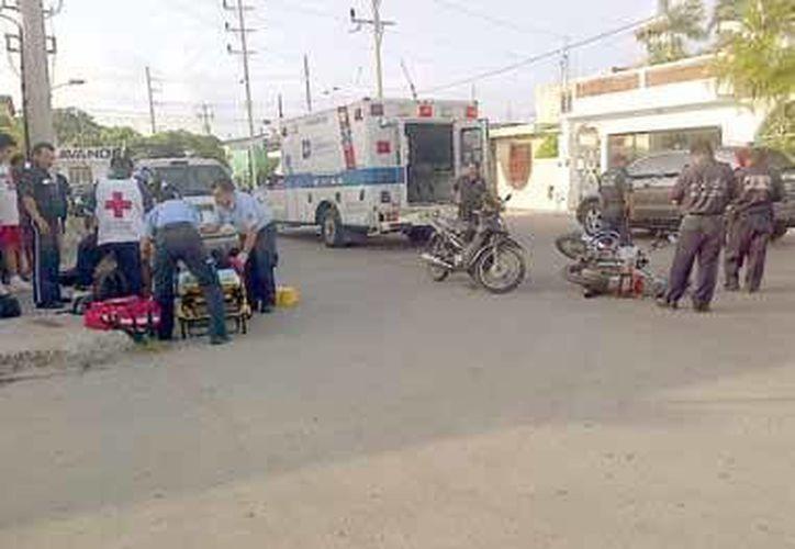 Los tres heridos fueron auxiliados por paramédicos, y llevados a dos diferentes nosocomios para su inmediata atención médica. (Redacción/SIPSE)