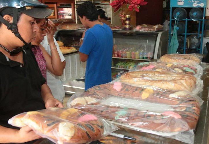 50 pesos cuesta la rosca más barata y 270 la más cara en la panadería La Espiga. (Gustavo Villegas/SIPSE)