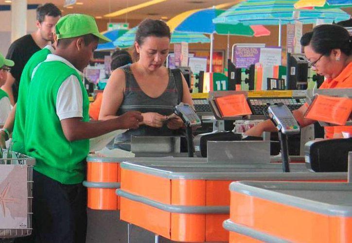 La marca Comercial Mexicana permanecerá unos 2 años más en el mercado: Soriana compró las tiendas del pelícano. (Archivo/Novedades de Quintana Roo).