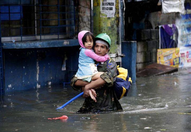 Unicef se ha movilizado en apoyo de niños afectados por el tifón en Filipinas. (EFE)
