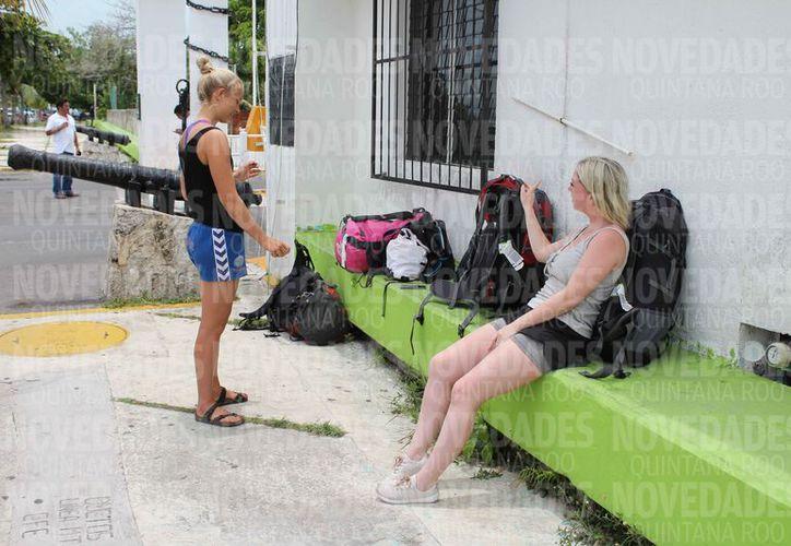 Ante el mal tiempo, los turistas abandonaron los puntos turísticos. (Joel Zamora/SIPSE)