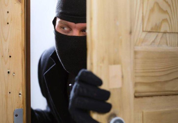 Cuatro sujetos acostumbraban entrar a robar a casas y posteriormente incendiarlas para borrar sus huellas. (imagen de contexto/vanguardia.com.mx)