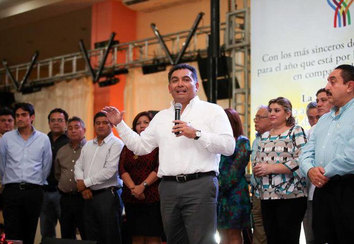 Víctor Caballero Durán durante la posada de la SGG. (Milenio Novedades)