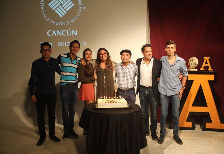 Los jóvenes presentaron el proyecto en la Universidad Anáhuac. (Luis Soto/SIPSE)