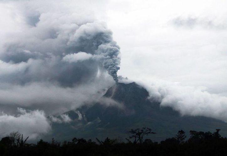 Indonesia se sitúa sobre el llamado 'Cinturón de fuego'. (EFE)