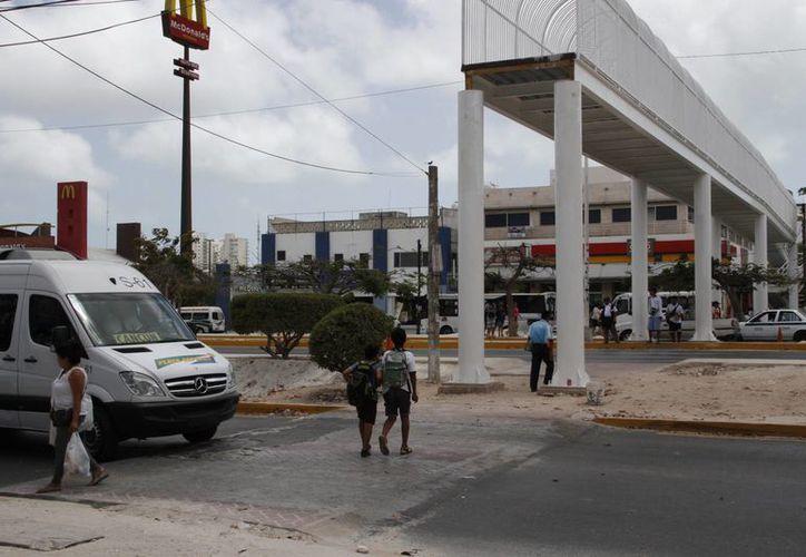 Uno de los puentes se ubica cerca de la terminal de autobuses. (Tomás Álvarez/SIPSE)