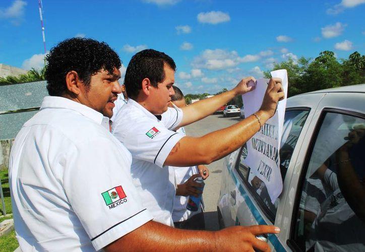 Los taxistas de Playa del Carmen garantizan una manifestación pacífica contra Uber. (Adrián Barreto/SIPSE)