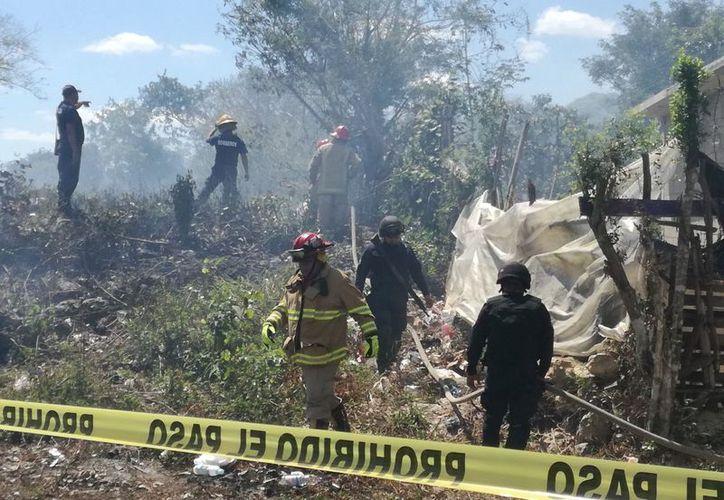Varias familias de los alrededores fueron desalojadas para evitar que fueran afectadas por el humo. (Foto: José Chi/SIPSE)