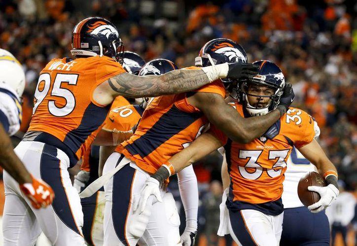 Este domingo, los Brocos de Denver consiguieron el título de la  la División Oeste de la Conferencia Americana tras vencer con 27-20 a los Cargadores de San Diego en duelo de la última semana de la temporada regular de la NFL. (Imágenes de AP)