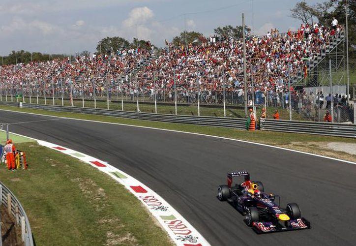 Vettel (foto) cortó a Hamilton una racha de cinco poles consecutivas. (Agencias)