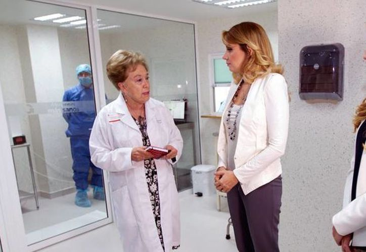 La titular del Consejo Consultivo del DIF, Angélica Rivera, destacó la importancia del proyecto Casa del Hospital Infantil de México, financiado con apoyo de un banco. (dif.gob.mx)