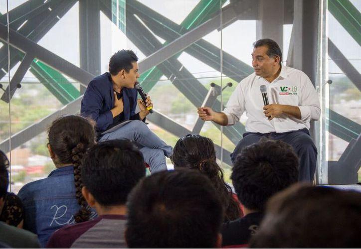 El candidato del PRI a la alcaldía de Mérida, Víctor Caballero Durán apuesta por un desarrollo armónico de la ciudad en beneficio de las generaciones venideras. (SIPSE)