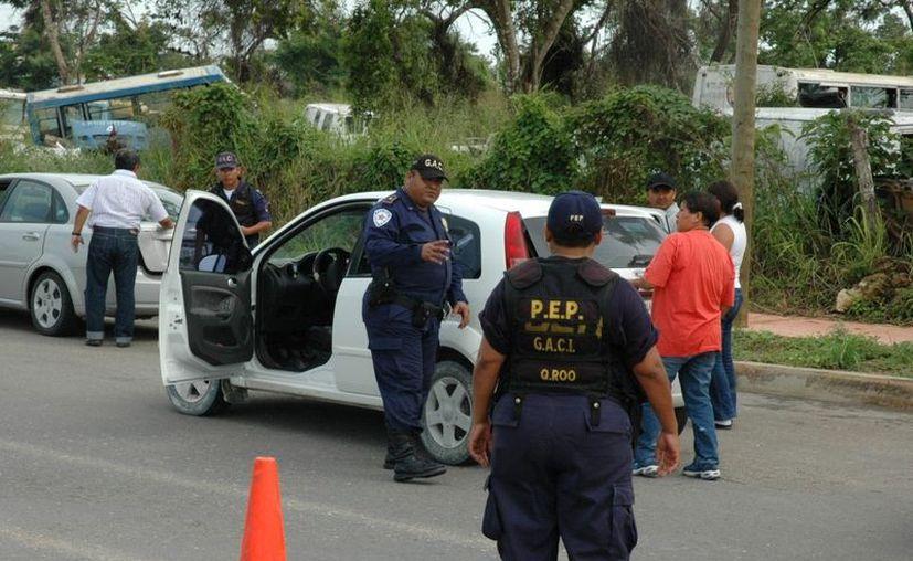 Aunque parezca increíble, una partida policíaca conformada por tres elementos brinda seguridad a 5 comunidades de la zona. (Edgardo Rodríguez/SIPSE)