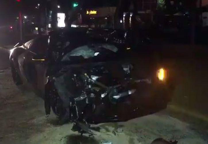 El jugador del Guadalajara, Alan Pulido, chocó su coche, un Audi negro. (Milenio).