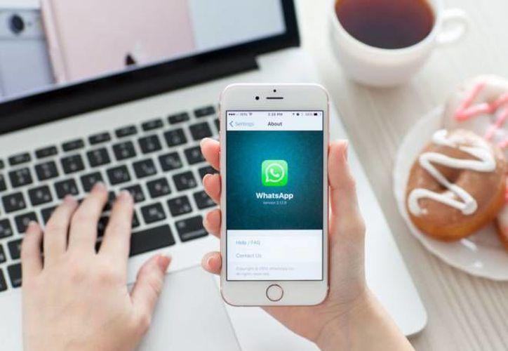 La estafa vía WhatsApp se adueña de todos tus datos personales y también infecta de virus al dispositivo móvil.(Foto tomada de El País.com)
