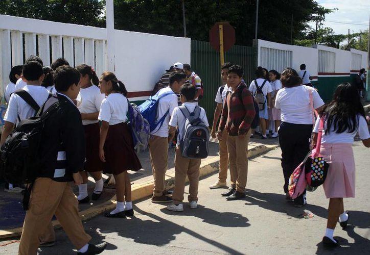 La prueba Tamiz Posit es aplicada en las secundarias y preparatorias de Quintana Roo. (Harold Alcocer/SIPSE)