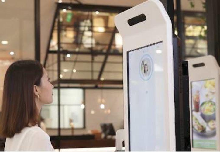 La tecnología llamada 'Sonríe para Pagar' fue integrado en una especie de kiosco de comida saludable. (AliPay).