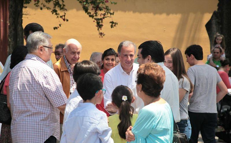 Meade estuvo acompañado de su esposa, hijos y padre en la misa. (Foto: Redacción)