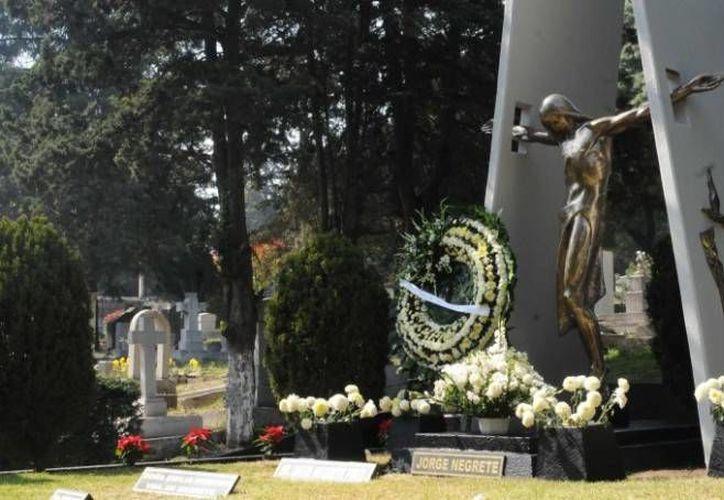 Imagen tomada del sitio mxcity.mx en  la que puede verse una aspecto del panteón Jardín, en la Cdmx, donde están los restos de famosos del cine y la televisión mexicanos.