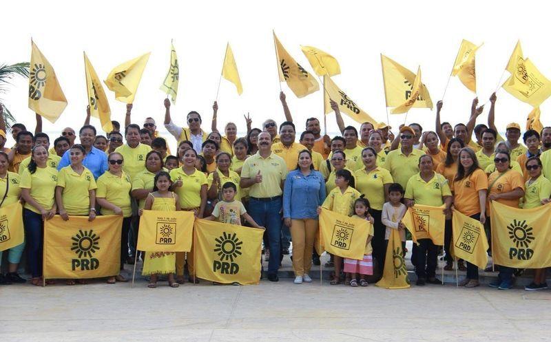 El candidato al Senado Julián Ricalde se reunió con un grupo de simpatizantes. (Foto: Redacción/SIPSE)