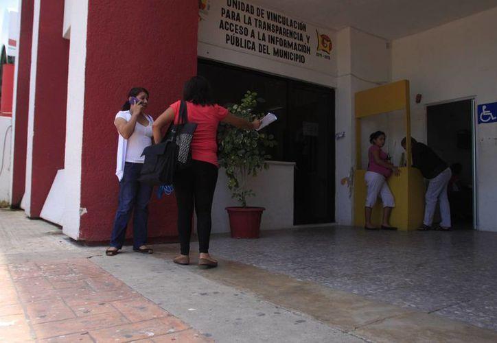 El alcalde precisó que aún existen alrededor de 200 empleados que no hacen nada en el Ayuntamiento.  (Harold Alcocer/SIPSE)