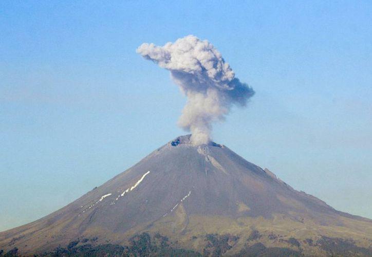 Debujdo a la actividad del volcán, se mantiene el Semáforo de Alerta Volcánica en fase 2 Amarillo. (Foto de Notimex)