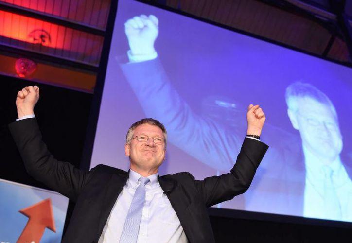 Joerg Meuthen, de 'Alternative for Germany' (AfD) celebra los sondeos que le dieron ventaja ante el partido de la canciller Angela Merkel. (EFE)