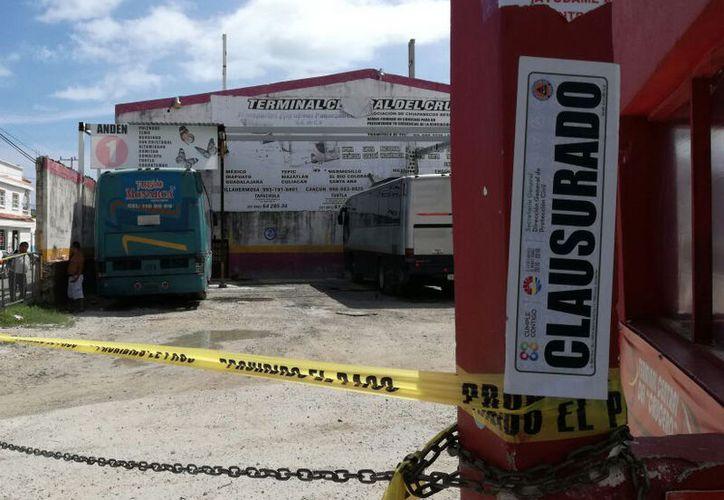Dos terminales de autobuses continúan con sellos de clausura. (Claudia Olavarría/SIPSE)