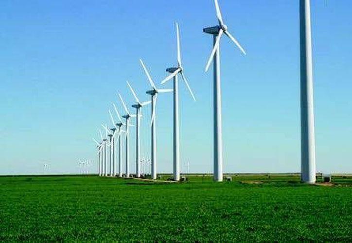 La energía eólica es limpia y confiable, las instalaciones en las que se genera son de bajo impacto. (Redacción/INTERNET)