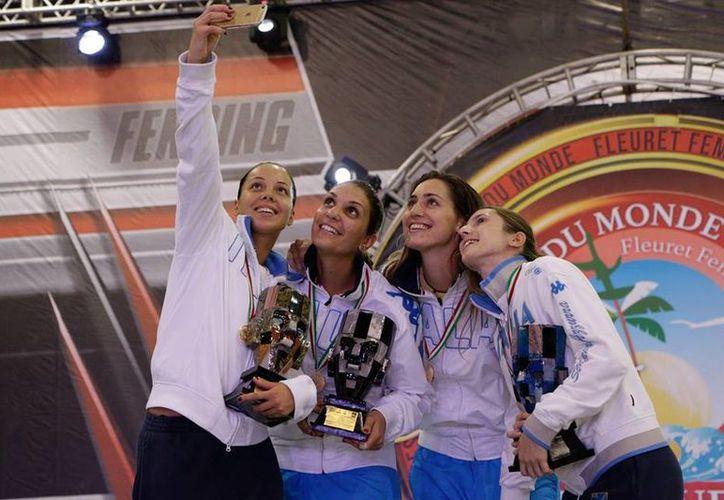 Las felices ganadoras se tomaron las fotos del recuerdo. (Ángel Mazariego/SIPSE)