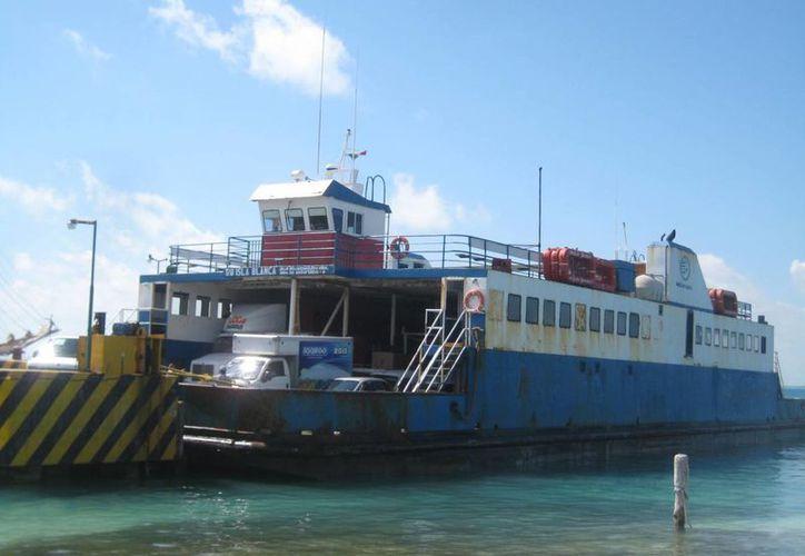 """Después de casi un mes de trabajos de mantenimiento, regresa el transbordador """"Isla Blanca"""". (Lanrry Parra/SIPSE)"""