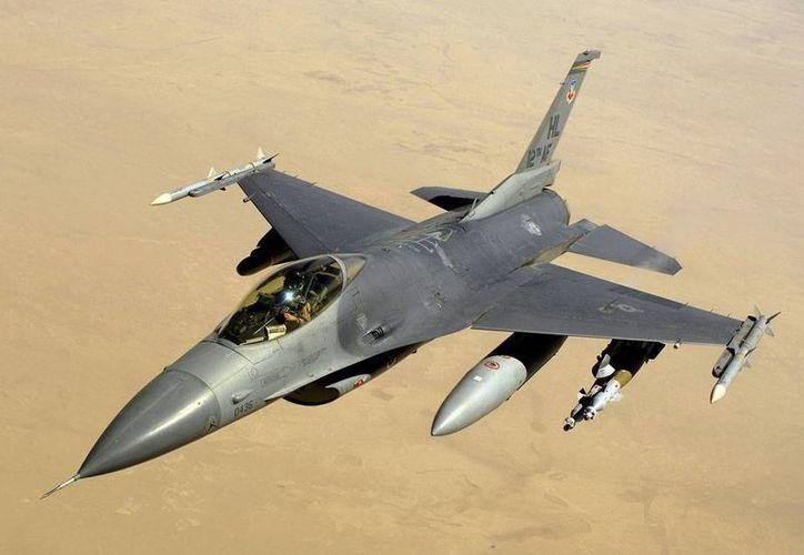 Los aviones F 16 de combate escoltaron el vuelo que solicitó ayuda por las amenazas de un pasajero. No se dieron mayores detalles del incidente. (Imagen sólo de contexto/wikipedia.org)