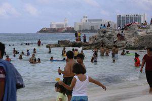Turismo nacional invade playas de Cancún y Puerto Morelos
