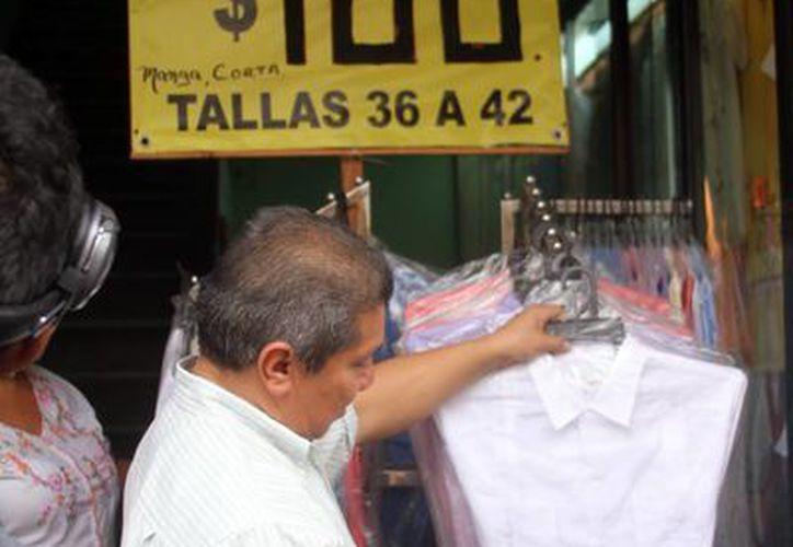 La ropa, fue de lo más vendido con motivo de la celebración del Día del Padre. Imagen de archivo. (Milenio Novedades)