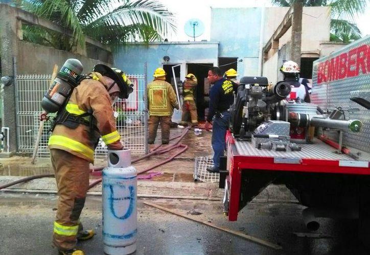 Un rayo provocó un incendio en una vivienda de Villas Riviera el domingo pasado. (Daniel Pacheco/SIPSE)