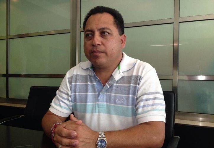 Jacinto Aguilar Silvarán, reconoció que a través de mensajes de textos y las redes sociales se convocó al gremio taxista a una movilización. (Adrián Barreto/SIPSE)