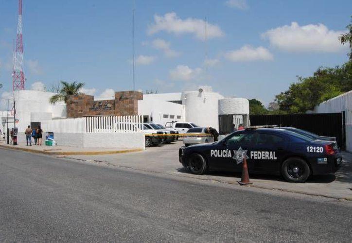 Los presuntos delincuentes fueron trasladados a las instalaciones de la Procuraduría General de Justicia. (Redacción/SIPSE)