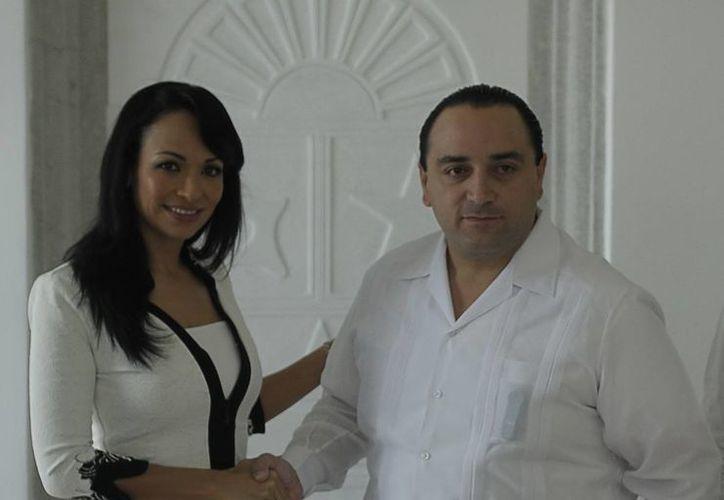 Laura Fernández Piña y el gobernador, Roberto Borge Angulo. (Redacción/SIPSE)