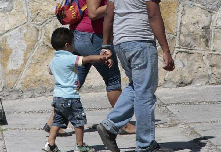 Los padres deben utilizar un lenguaje complejo para el mejor desarrollo del infante. (Redacción/SIPSE)