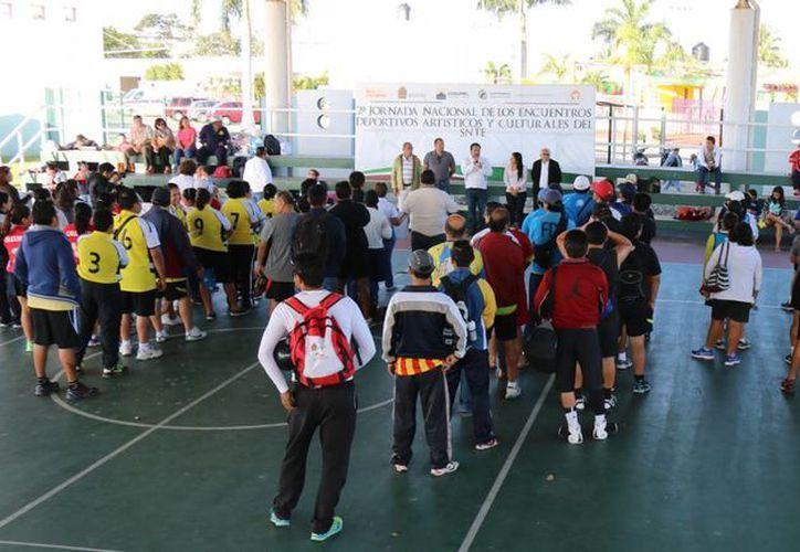 Los integrantes del SNTE participaron en la Segunda Jornada Nacional de los Encuentros Deportivos, Artísticos y Culturales en Cozumel. (Cortesía)
