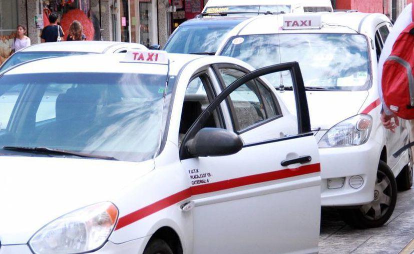La movilización en la que participan cerca de dos mil unidades de taxis y transporte colectivo concluirá a las 13:00 horas de este mismo martes. (Milenio Novedades)